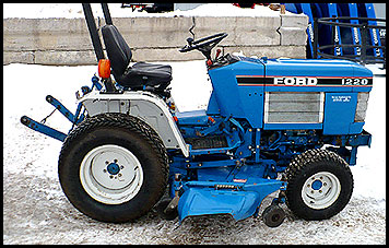 Ford 1220 Tractor
