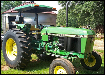 John Deere2555 Specs http://www.everythingattachments.com/John-Deere-2555-Attachments-specs-s/4188.htm