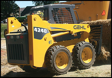 Gehl 4240E Skid Steer - Attachments - Specifications
