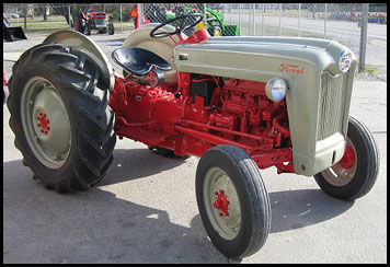 Ford 661 Tractor
